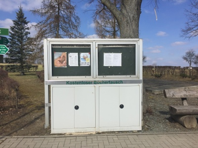 Bücherschrank an der Haltestelle - Greiz