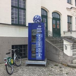 Die Lesezelle Messe Dresden, Bücherschrank, Offenes Tauschregal, Telefonzelle, Bücherzelle, Büchertausch, Dresden, Tausch, Bücher, Buch, Buchtausch,